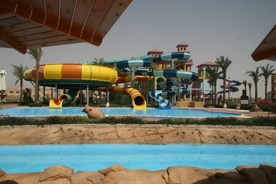 Espace toboggan picture of sea club aqua park nabq bay for Aqua piscine otterburn park