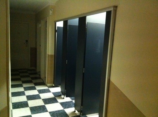 Scarborough, Australia: toilet cubicles in the hallway