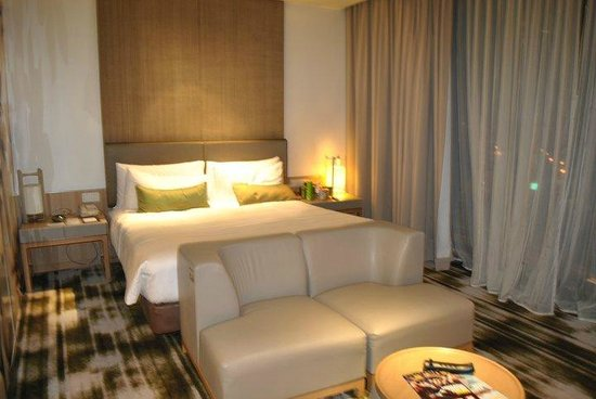 Crowne Plaza Changi Airport Hotel: our room