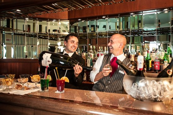 Etrusco Arezzo Hotel: Un cocktail al bar?
