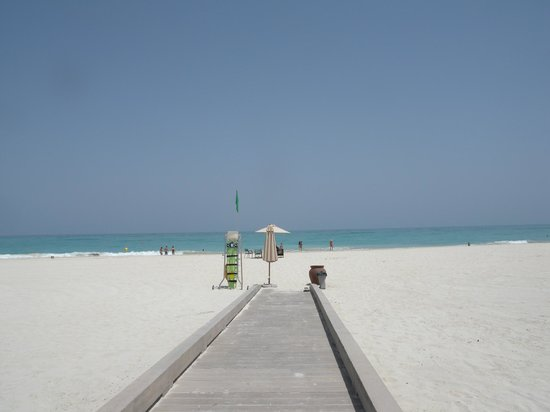 The St. Regis Saadiyat Island Resort: La Spiaggia