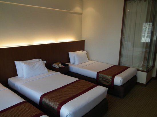 Ramada Plaza Menam Riverside: Triple room