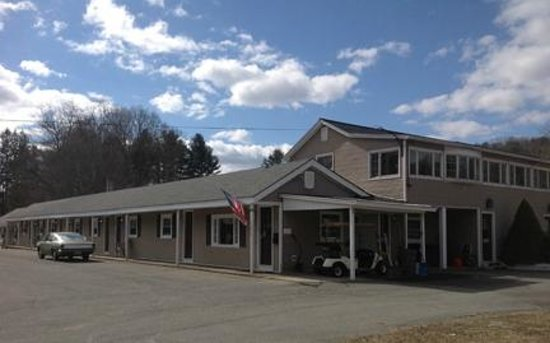 Shelburne Falls, Массачусетс: Front building and motel office