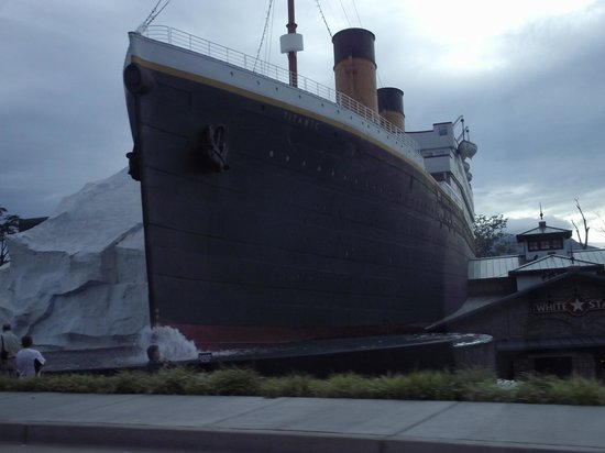 Titanic Museum Attraction: you cant miss it on the parkway!