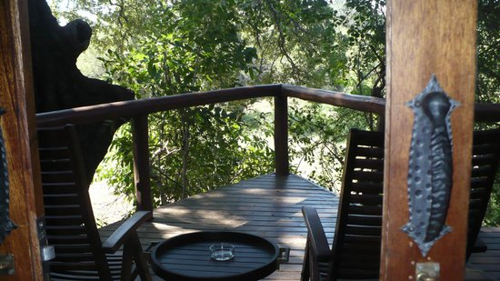 Shishangeni Lodge: the porch  opening into thr bedroom