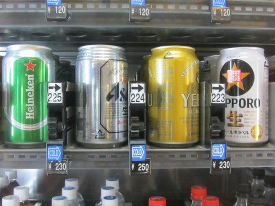 Shibuya Excel Hotel Tokyu: Vending machines near the lobby