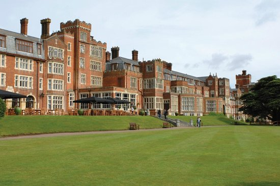 Hotels Near Central London Golf Centre
