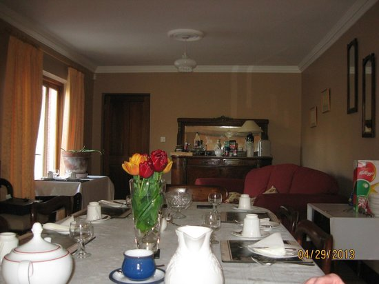 Old Castle House: Dining room - lovely china and appointments