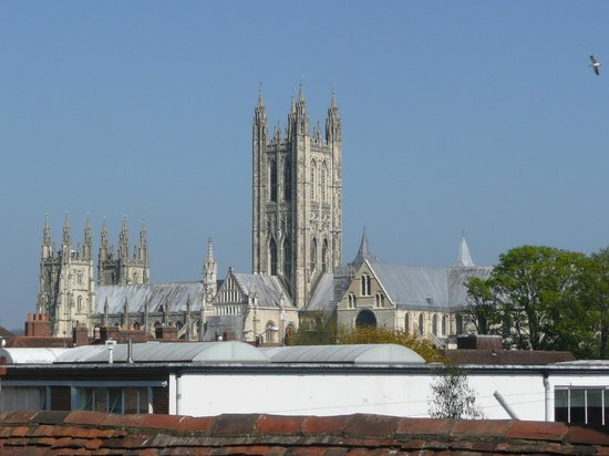 Travelodge Canterbury Chaucer Central: View of Cathedral from room 220