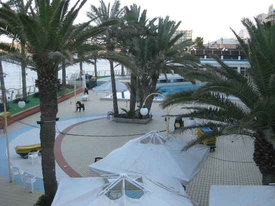 Qawra Palace Hotel: Pool area