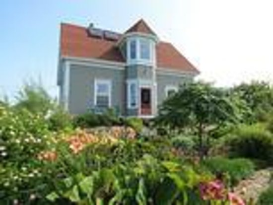Century House Bed & Breakfast P
