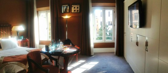 Jumeirah Grand Hotel Via Veneto: Room overlooking Via Veneto, 3rd floor