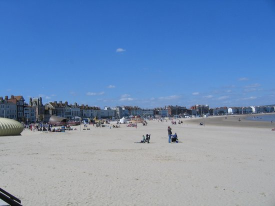 Bay Royal Weymouth Hotel: Weymouth beach