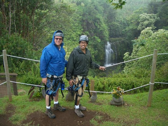 Honomu, HI: Having fun in the rain