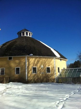The Inn at Round Barn Farm: The Round Barn
