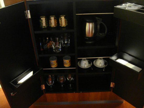 Grand Hyatt Berlin: Mini Bar in the room