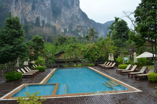 Aonang Phu Petra Resort, Krabi: pool view from dining area