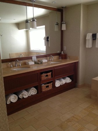 Inn By the Sea: spa bathroom