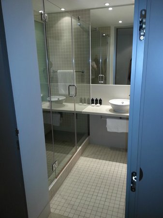 The Gibson Hotel : Bathroom 