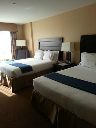 Holiday Inn Express Hotel & Suites Riverport: Comfortable queen beds