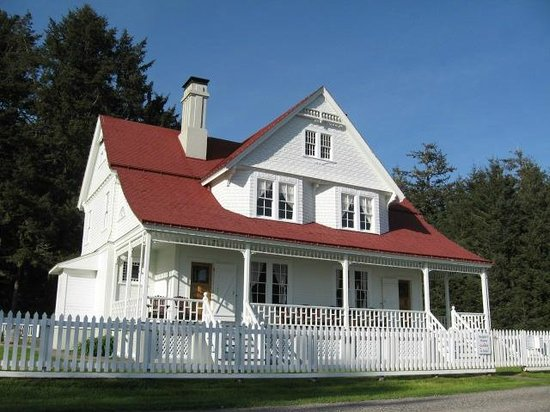 Heceta Head Lighthouse Bed and Breakfast: Exterior of the B & B