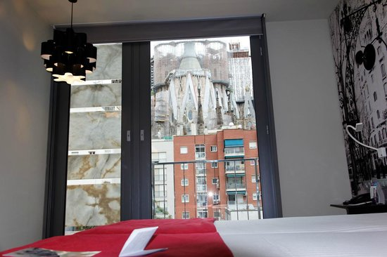 Ayre Hotel Rosellon: View from our room of Sagrada Familia Cathedral