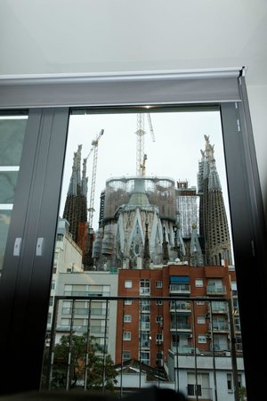 ‪‪Ayre Hotel Rosellon‬: View from our room of sagrada Familia Cathedral‬