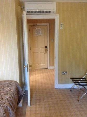 The Killarney Park Hotel: Looking towards the entry door.