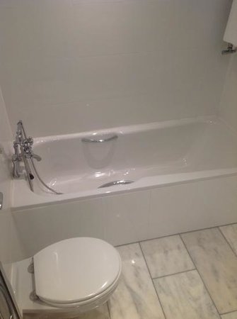 The Killarney Park Hotel: Bathtub