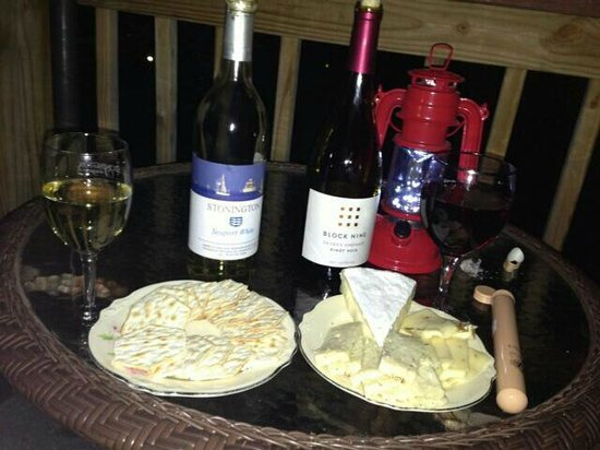 The Morgan Inn Mystic: Wine and cheese night on our balcony