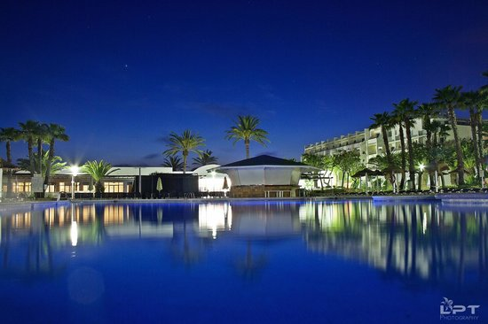 Fiesta Club Palm Beach: Pool At Night