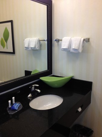 Fairfield Inn and Suites Marriott: Salle de bains