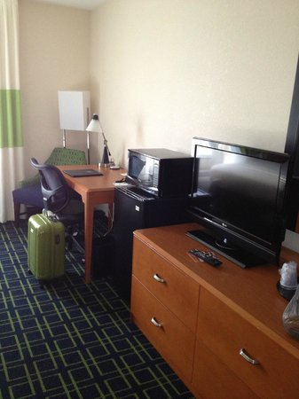 Fairfield Inn and Suites Marriott: La chambre:en face du lit