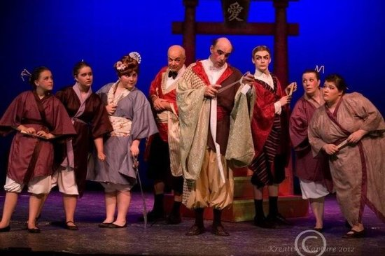 Hazelhurst, Висконсин: The Mikado by Gilbert and Sullivan, performed in 2012
