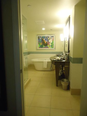 Parc Soleil by Hilton Grand Vacations Club: master bath, with double vanity, shower and soaker tub