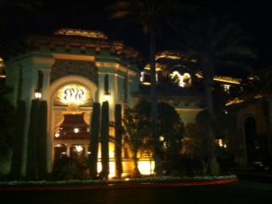 Green Valley Ranch Resort and Spa : Entry at nighttime 