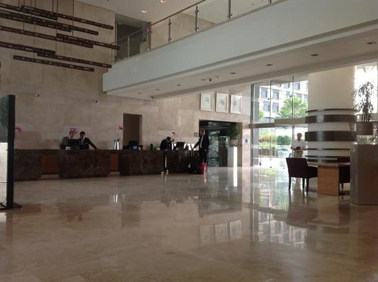 Radisson Blu Hotel, Abu Dhabi Yas Island: check in lobby area