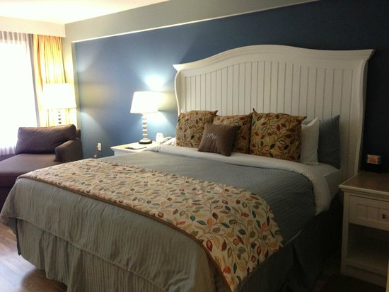 Watkins Glen Harbor Hotel : Comfortable Bed
