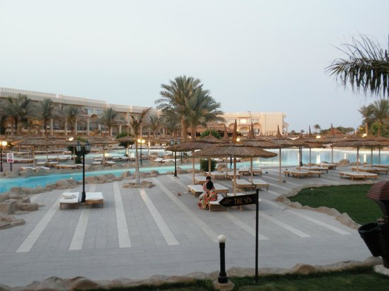 Royal Albatros Moderna Sharm el-Sheikh: Active pool erea