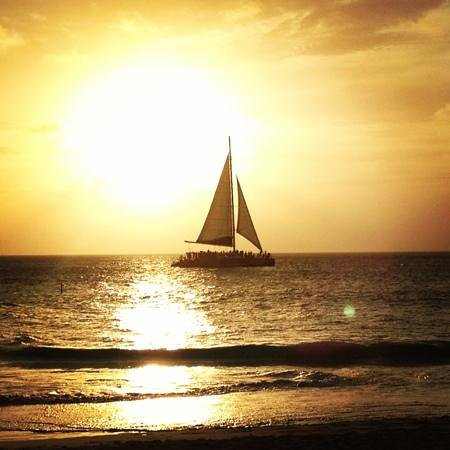 Bucuti &amp; Tara Beach Resorts Aruba: Sun setting on our romantic sunset dinner