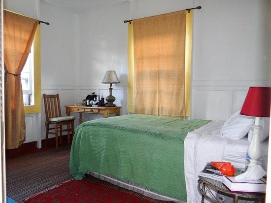 The Lotus Garden Hilo: A double bedroom suits the budget of travelers looking for something simple