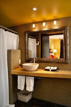 The Red Tree House: Oaxaca suite&#39;s bathroom
