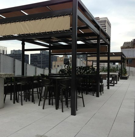 The Ritz-Carlton Chicago (A Four Seasons Hotel): The new DEC at DECA terrace!! Gorgeous!