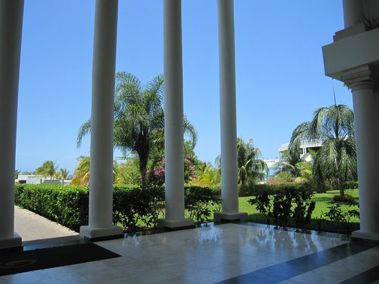 Grand Palladium Jamaica Resort &amp; Spa: The grounds