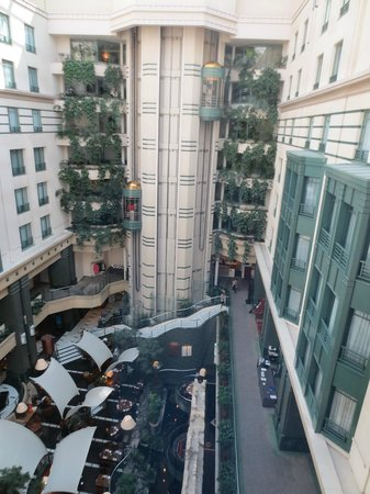 Radisson Blu Royal Hotel, Brussels : View of atrium from elevator 