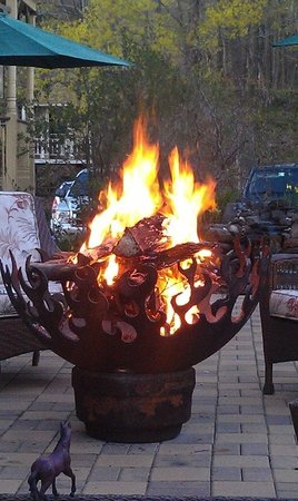 Hunter, Nueva York: Nighttime fire pit