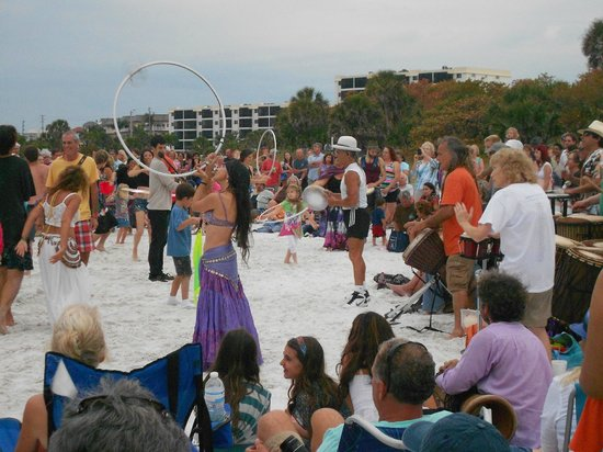 Siesta Key Inn: Drumming Circle