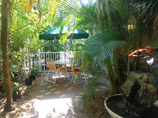Siesta Key Inn: Private patio