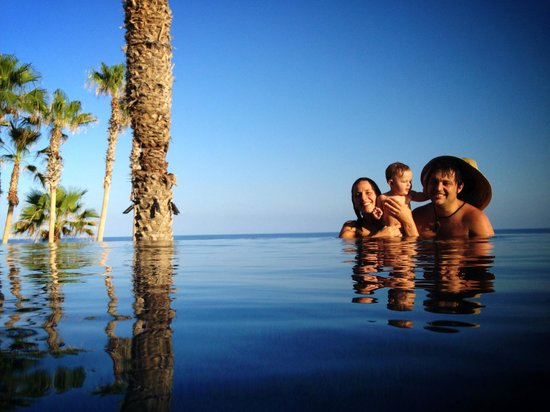 Hilton Los Cabos Beach &amp; Golf Resort: My family at the pool!