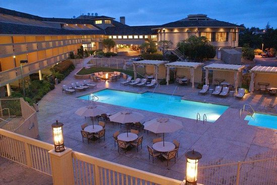 Hilton Garden Inn Monterey : Pool at Night